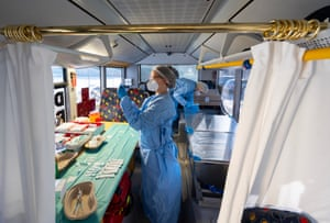 Grosshartmannsdorf, Germany: Nurses prepare doses of the Pfizer/BioNTech vaccine at a mobile vaccination centre