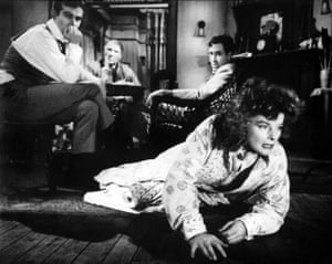 Dean Stockwell, Ralph Richardson, Jason Robards and Hepburn in Long Day's Journey Into Night.