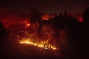 Moraga, US Firefighters work to contain a wildfire burning off Merrill Drive. Police have ordered evacuations as the fast-moving wildfire spread in the hills of the San Francisco Bay Area community
