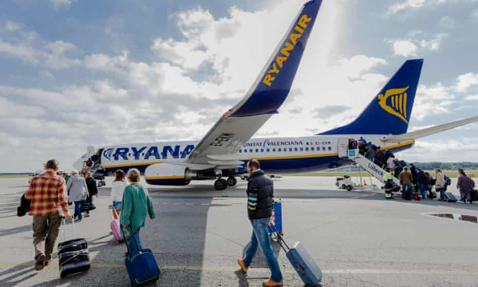 In a swipe at Aer Lingus, which has been at the centre of a takeover saga, Ryanair claims its monthly passenger traffic was more than its Irish rival carried throughout 2014.