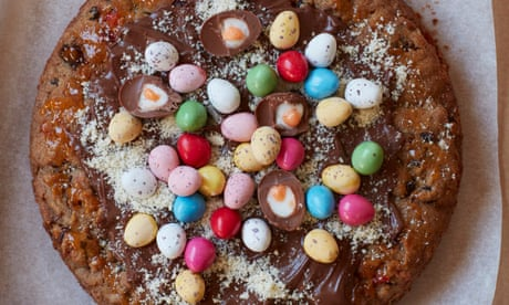 Liam Charles' recipe for Easter pizza cookie