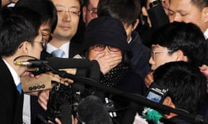 Choi Soon-sil arrives at the prosecutor's building in Seoul