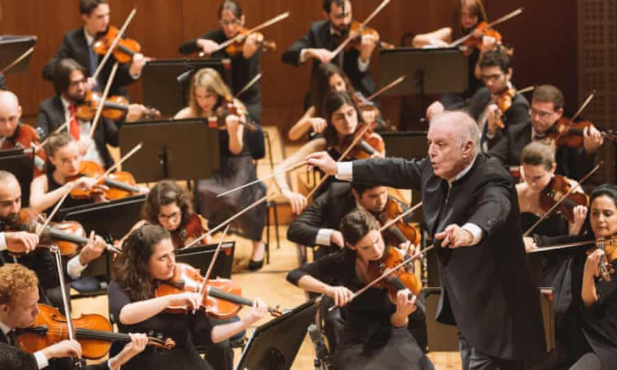 Daniel Barenboim conducts the West-Eastern Divan Orchestra