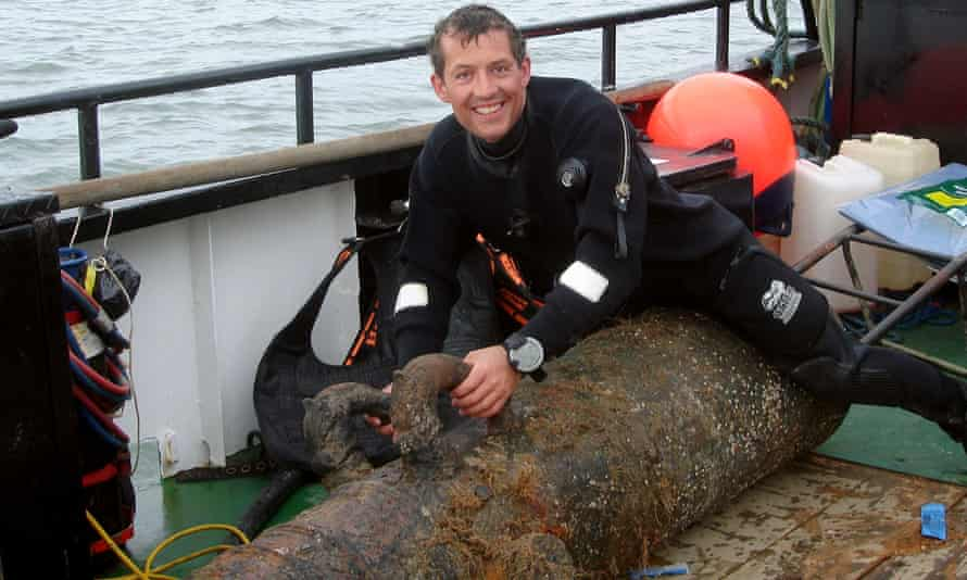 Vincent Woolsgrove removed the cannon from HMS London