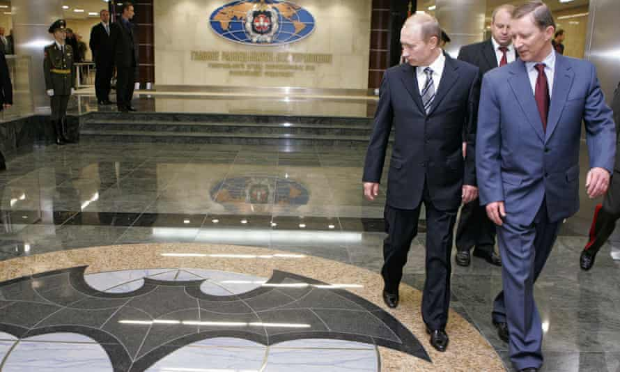 Vladimir Putin and Sergei Ivanov at the headquarters of Russia's main intelligence department, the GRU.