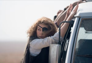 Rosamund Pike as Marie Colvin in A Private War.