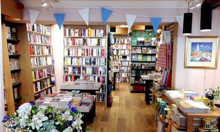 Are small, unbranded Waterstones stores really a threat to ...
