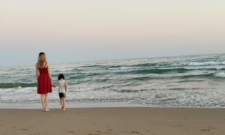 Dilara at the beach with her daughter