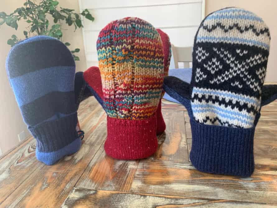 Mittens by Jen Ellis, who made Sanders' pair