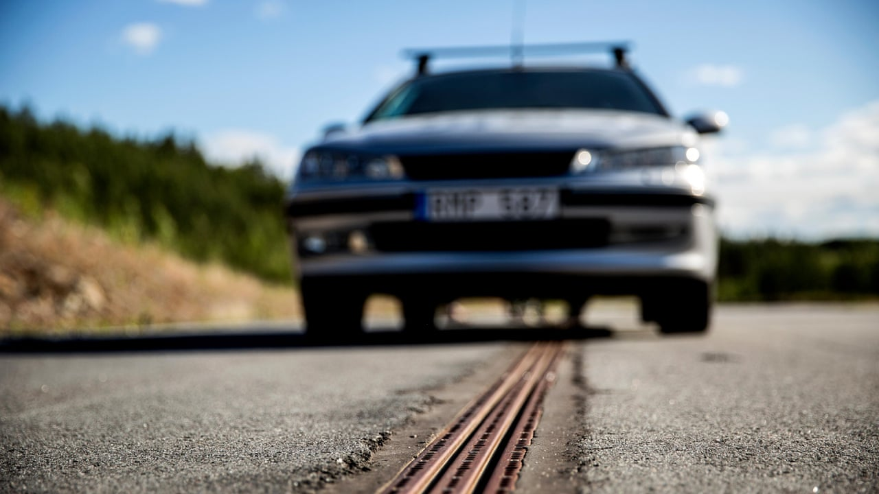 How world\'s first electrified road charges moving vehicles – video ...