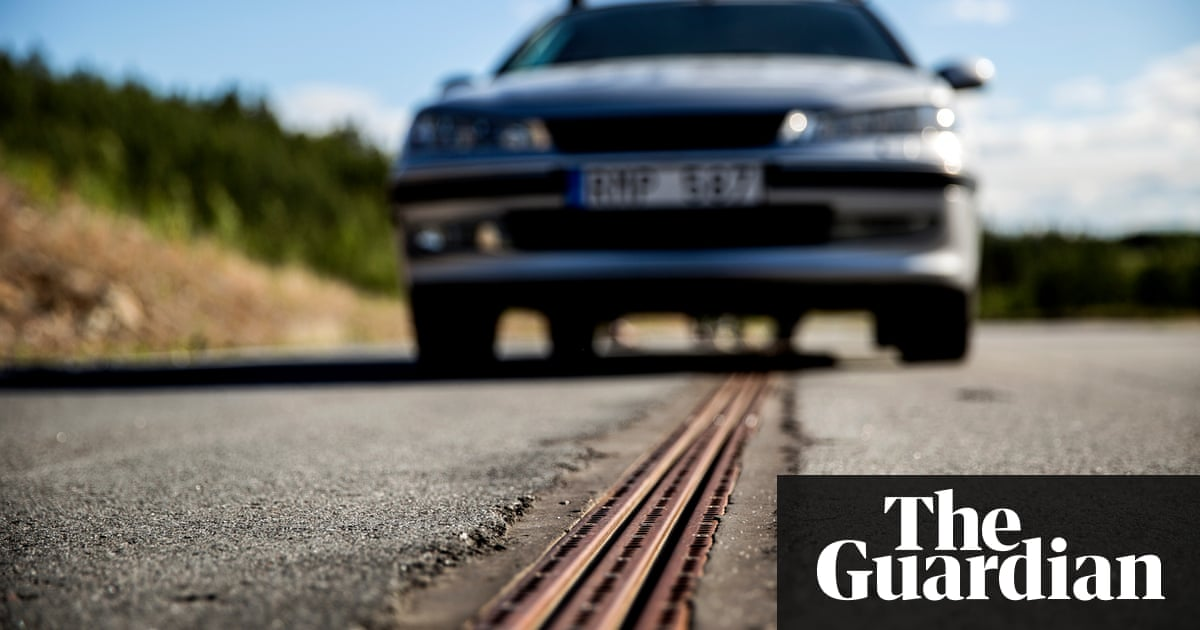 World\'s first electrified road for charging vehicles opens in Sweden ...