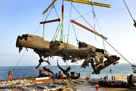 Dornier 17 is lifted from the Goodwin Sands