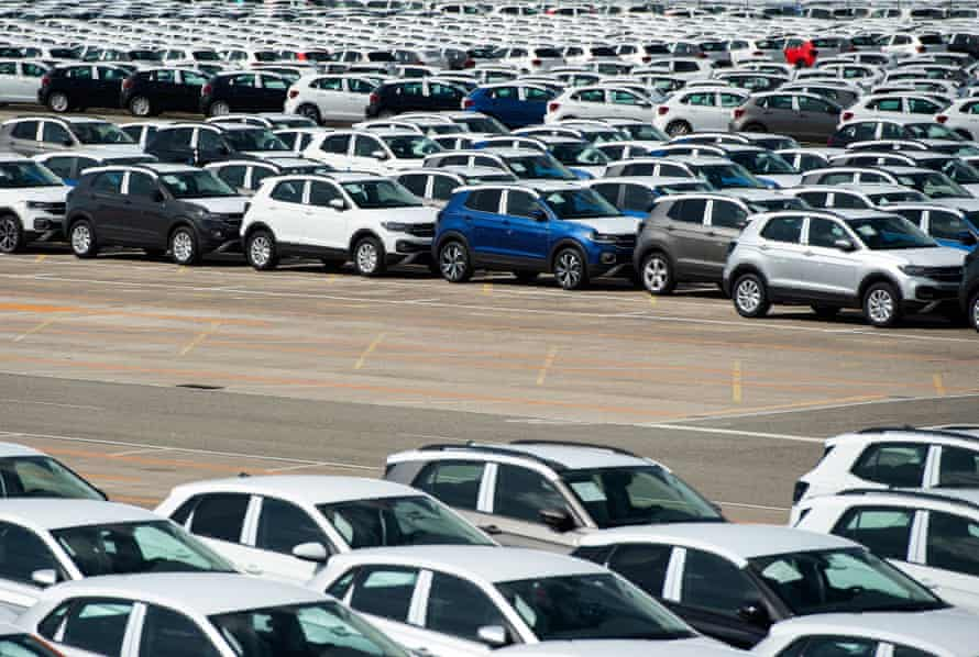 Around 5,000 unfinished cars were parked last week in front of the Volkswagen Navarra factory in Pamplona due to a lack of semiconductors.