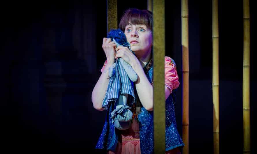 Anne Sophie Duprels in Iris.