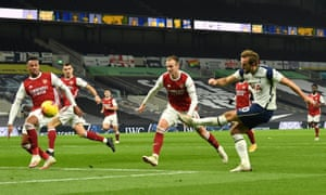 The Arsenal defense cannot prevent Harry Kane from scoring Tottenham's second goal in the derby earlier this month.