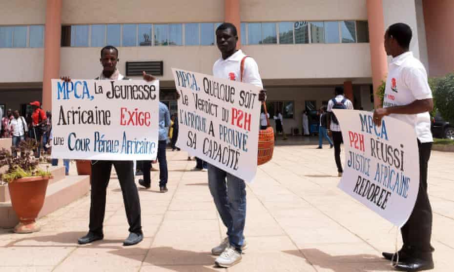 Activists outside the Dakar courthouse