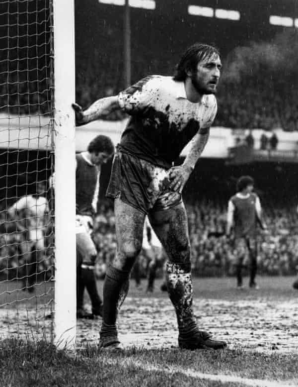 Frank Lampard Sr at Highbury stadium in 1975.