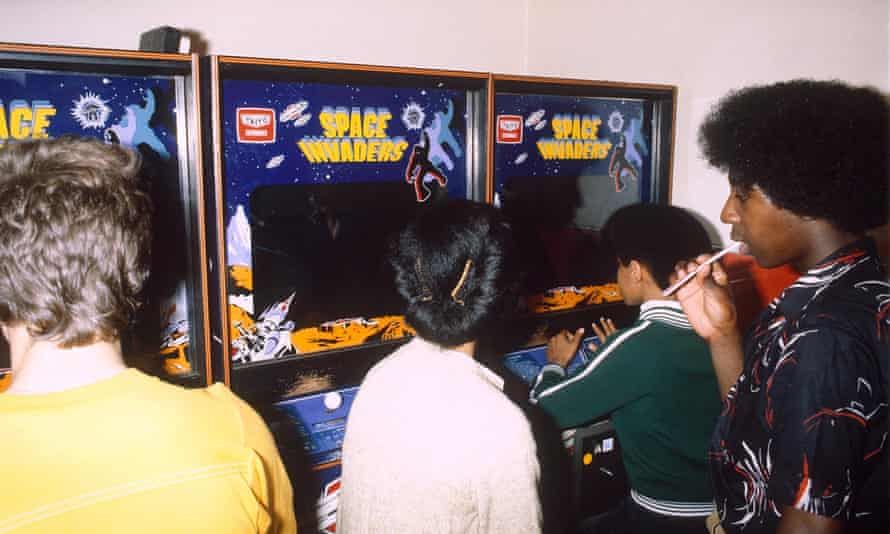 Children playing Space Invaders in 1980