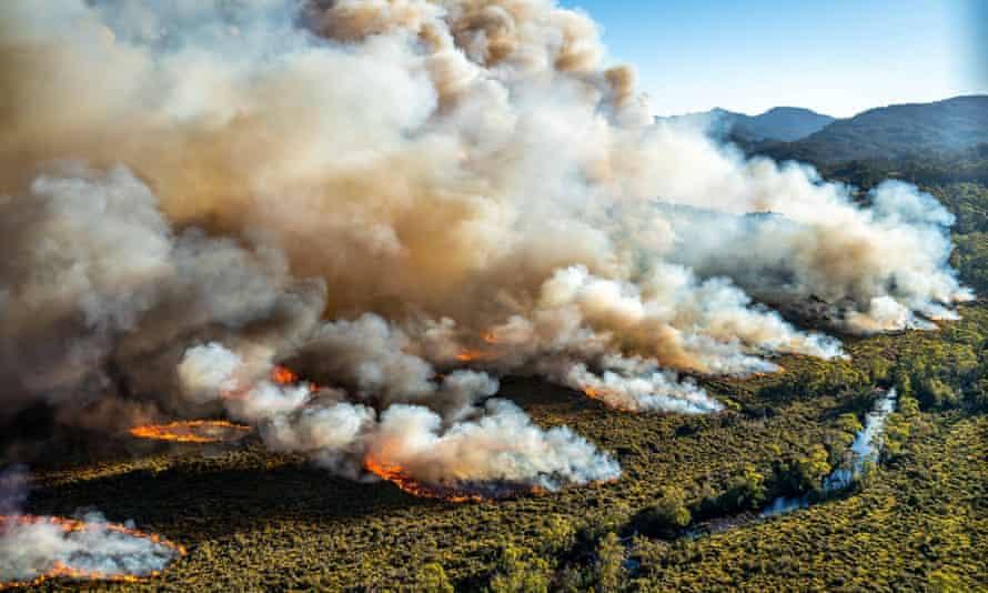 A large bushfire burns in Tasmania