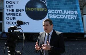 داگلاس راس هفته گذشته پوستر انتخابات محافظه کار اسکاتلندی را راه اندازی کرد.