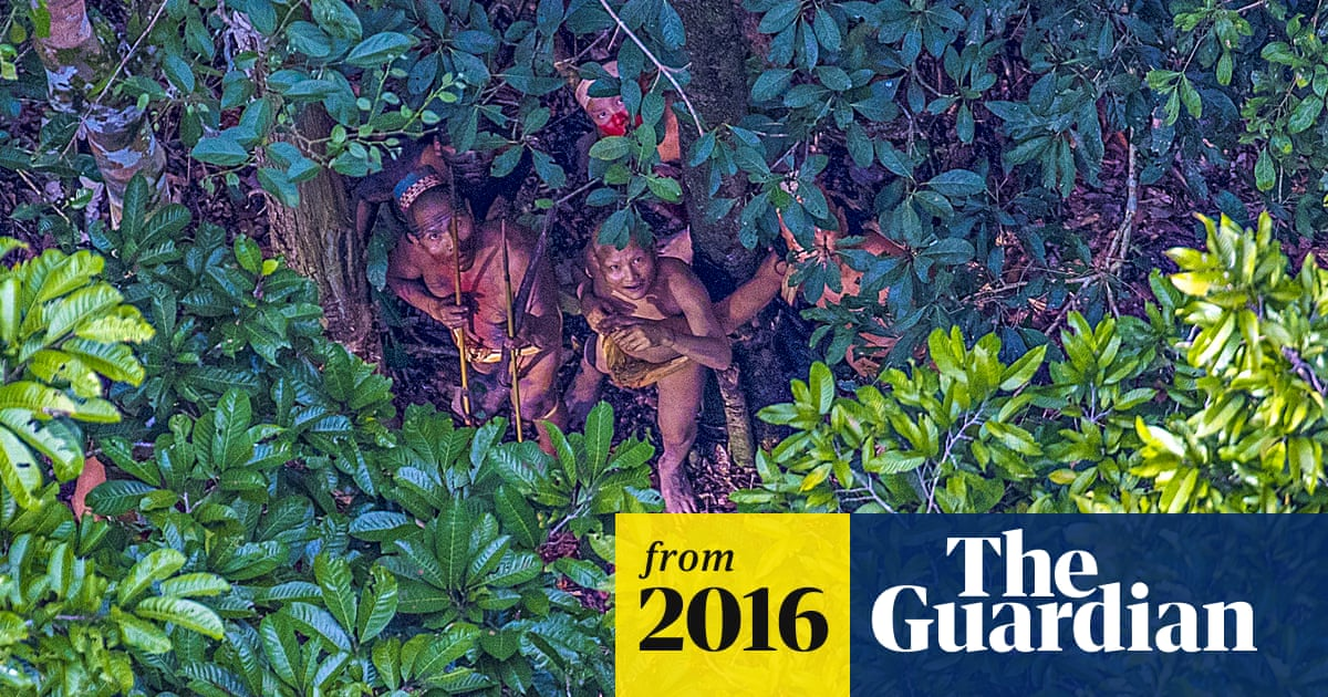 Photographer captures images of uncontacted Amazon tribe