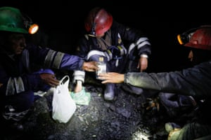 Artisanal gold miners drink anise and chew coca leaves