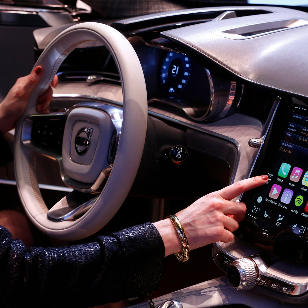 Coming Soon To New Cars And Trucks Infotainment Systems Are Smart Stereos Automotive Industry The Guardian