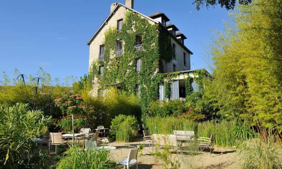 Ty Mad, Douarnenez, Brittany view of house from garden with chairs and tables