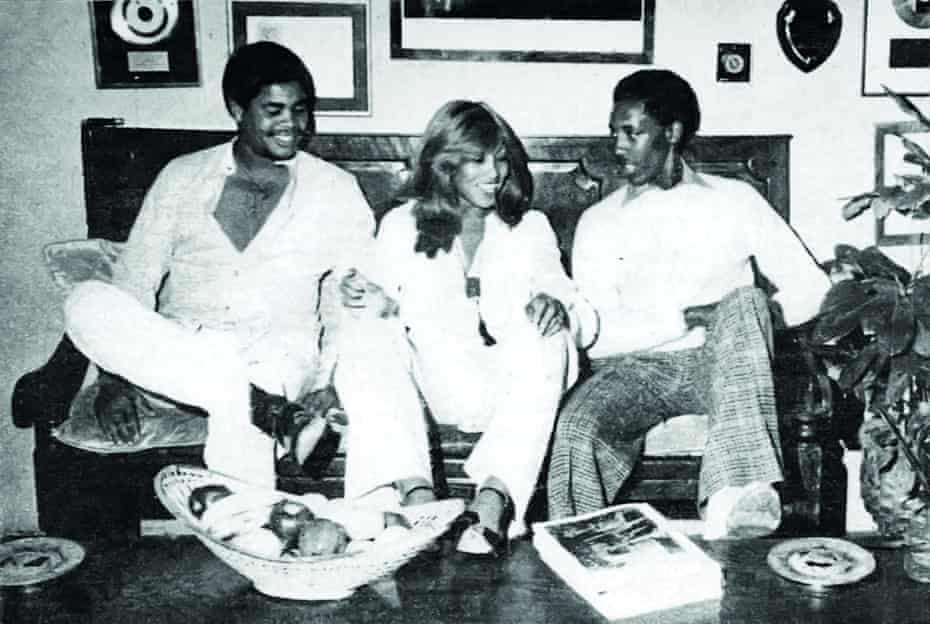 Turner sharing a laugh with sons Craig (left) and Ronnie.