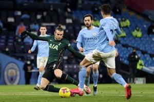 Gareth Bale of Tottenham Hotspur shoots.
