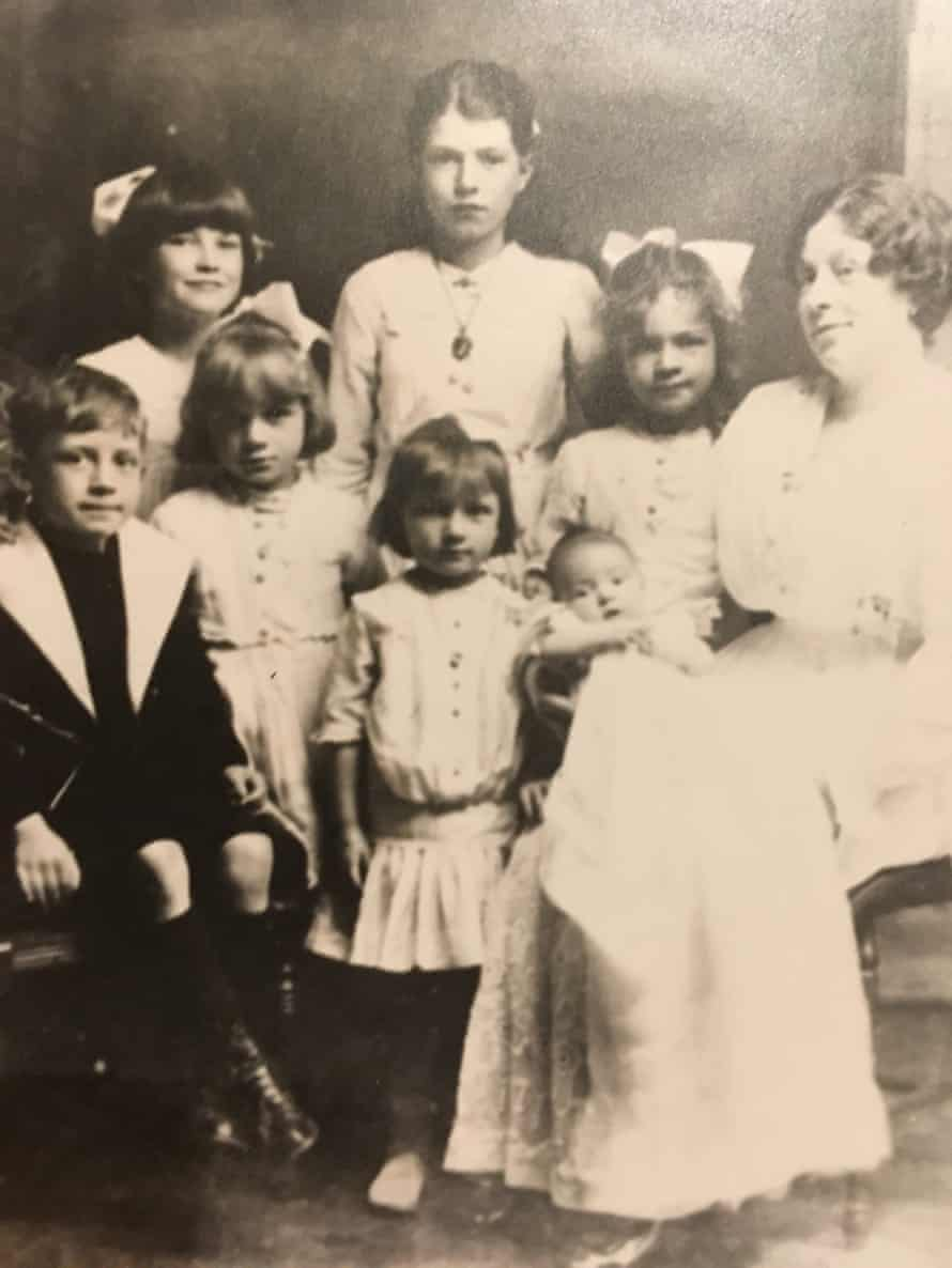 Kate Osborne's maternal great-grandmother, grandmother and her siblings