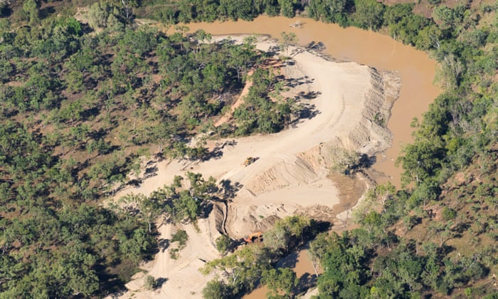 Queensland conservationists call for river-mining ban to protect