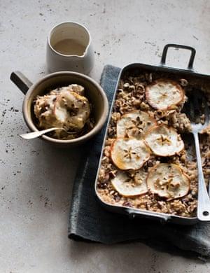 Baked apple porridge with maple butter