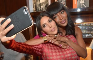 kim kardashian takes a selfie of herself with naomi campbell