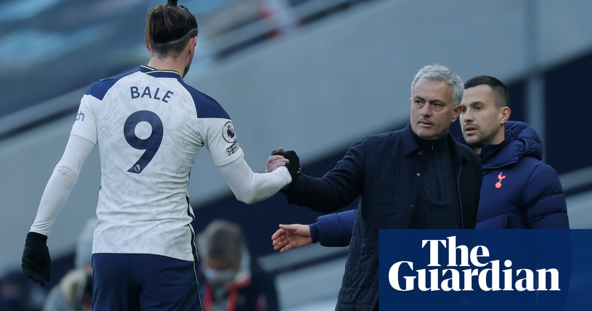 Gareth Bale is back, Arsenal impress and Glenn Roeder tributes – Football Weekly