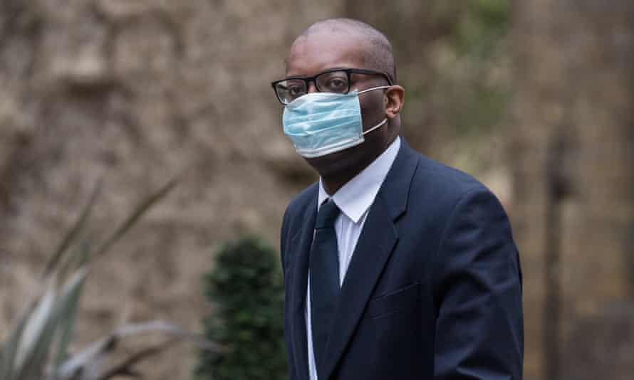 Kwasi Kwarteng arrives in Downing Street wearing a face mask.