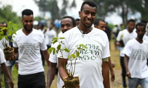 Ethiopians take part in thenational tree-planting drive in the capital Addis Ababa, 28 July, 2019.