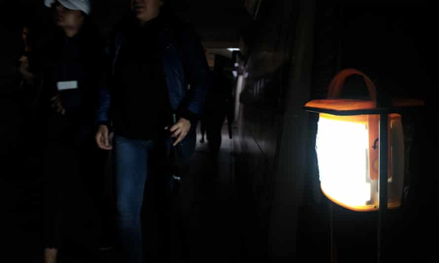 Temporary lighting is set up during the power cut affecting Clapham Junction train station.