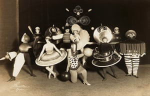 Oskar Schlemmer: Group photo of all the dancers in the Triadic Ballet as part of the revue 'Wieder Metropol' in the Metropol Theatre, Berlin, 1926.