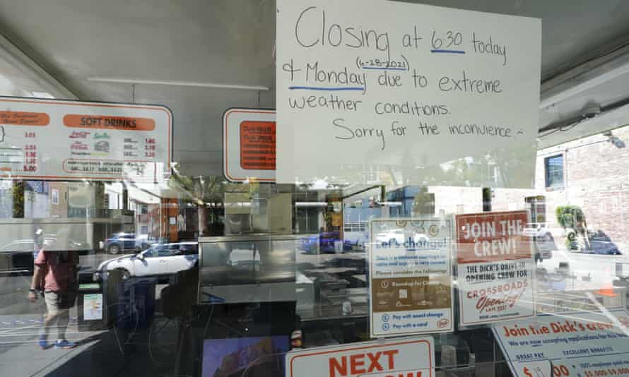 Sign says restaurant is closing early due to extreme heat