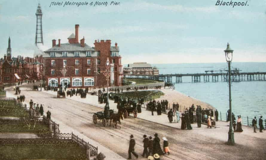 Vintage Postcard of the Metropole Hotel and north pier and Blackpool Seafront with horsedrawn carriages, circa 1900J6YWEW Vintage Postcard of the Metropole Hotel and north pier and Blackpool Seafront with horsedrawn carriages, circa 1900