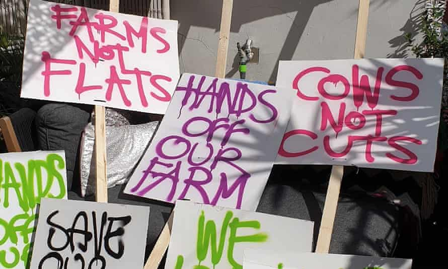 Local residents argue that the council should give them the opportunity to launch a community-run or charitable farm.