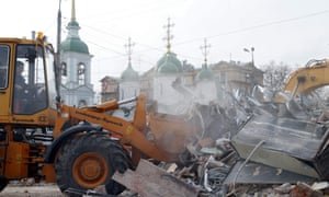 Workers demolish yet more shopping facilities in central Moscow