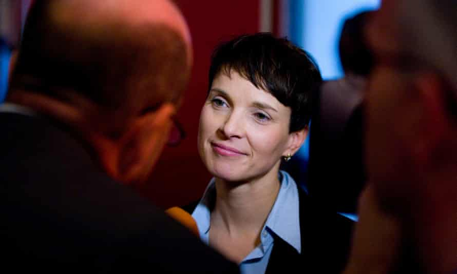 Frauke Petry in conversation with journalists.