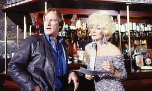 Sheila Steafel with Dennis Waterman in Minder, 1985.
