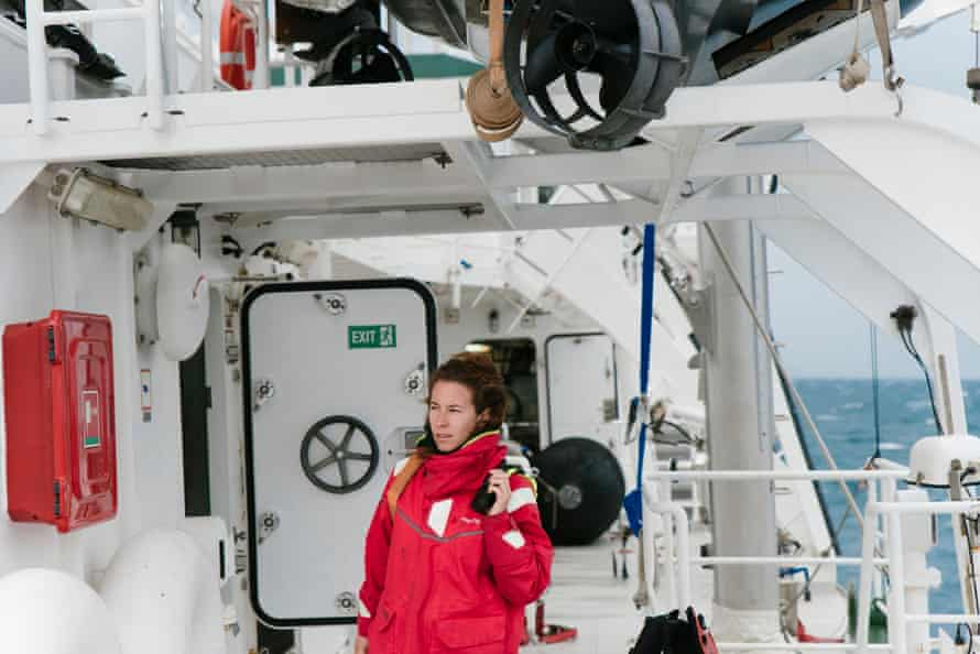 The chief mate of the Rainbow Warrior III, Maria Martinez from Sitges, Spain, prepares her team to bring the two inflatable boats with the dive team safely back to the ship