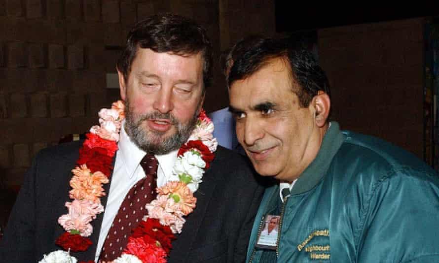 David Blunkett talks with neighbourhood warden Adbul Hamid during his visit to Balsall Heath.