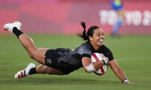 Stacey Fluhler of New Zealand scores a try.