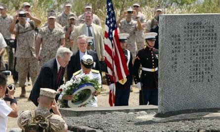 Ray Mabus, US navy secretary, lays a wreath