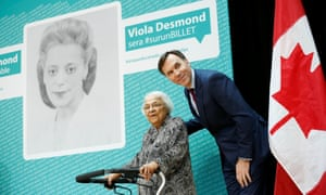 Canada's finance minister, Bill Morneau, with Wanda Robson after her sister Viola Desmond was chosen to feature on the $10 banknote.